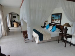 Privat villa - The private villas are decorated in colonial style with every conceivable luxury. The beds are very comfortable.