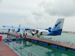 Lounge with seaplane dock - Perfect welcome in the lounge after landing with the seaplane next to the island.