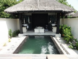Luxury bath in the Beachvillas - Spacious open-designed Beach villas, each with private pool, offer guests the perfect amount of privacy.