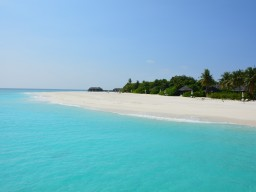 Pure island feeling - The island offers one of the best and most beautiful beaches in the Maldives in a charming environment.