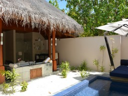 Beach-Bungalow - The rear area of each beach bungalow with the private pool and the cozy divan bed offers a perfect place of retreat.