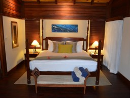 Enchanted-Privat Villa - Sleep like a king in one of the luxuriously furnished rooms.