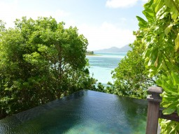 Dream view - Magnificent view from the infinity pool on the Indian Ocean.