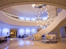 JA Ocean View Hotel - The modern interior and the beautiful design of the JA Hotel will convince you.