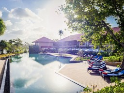 Anantara Kalutara Resort - Pool are of the hotel