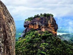 Sightseeing in Sri Lanka - Explore the different sightseeing spots in Sri Lanka, such as the Lions Rock in Sigiriya