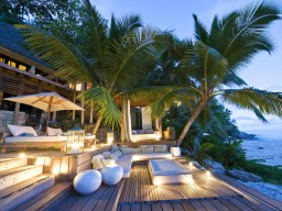 Romantic atmosphere in the evening - Evening lights spread romantic moments, such you only can see in a pure paradise.