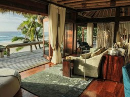 Sleeping in nature - The 11 spacious and individually designed villas offer plenty of space and stunning views of the ocean.