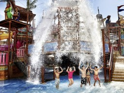 Wild Wadi water park - The adjacent water park also belongs to the hotel and provides with its 30 slides and much more all ages a lot of fun.