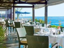 Meals by the ocean - The main restaurant of the Boucan Canot, with direct sea view.