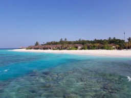Kudafushi Resort & Spa - House reef of the island