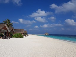 Kudafushi Resort & Spa - Beautiful beach area
