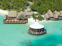 Restaurants over the water - 3 first-class restaurants offer you a wide variety of delicacies from all over the world.