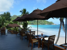 Banyan Tree Resort Seychelles Restaurant - Whether breakfast, lunch or dinner, on this delightful terrace overlooking the beach is every moment a treat
