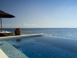 Beautiful ocean view - Relax in your own private pool with breathtaking view of the Indian Ocean.