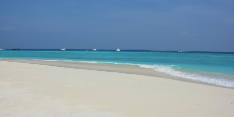 Dreamlike beach and sea scenery - The picturesque beach around the island offers a stunning view of the Indian Ocean.
